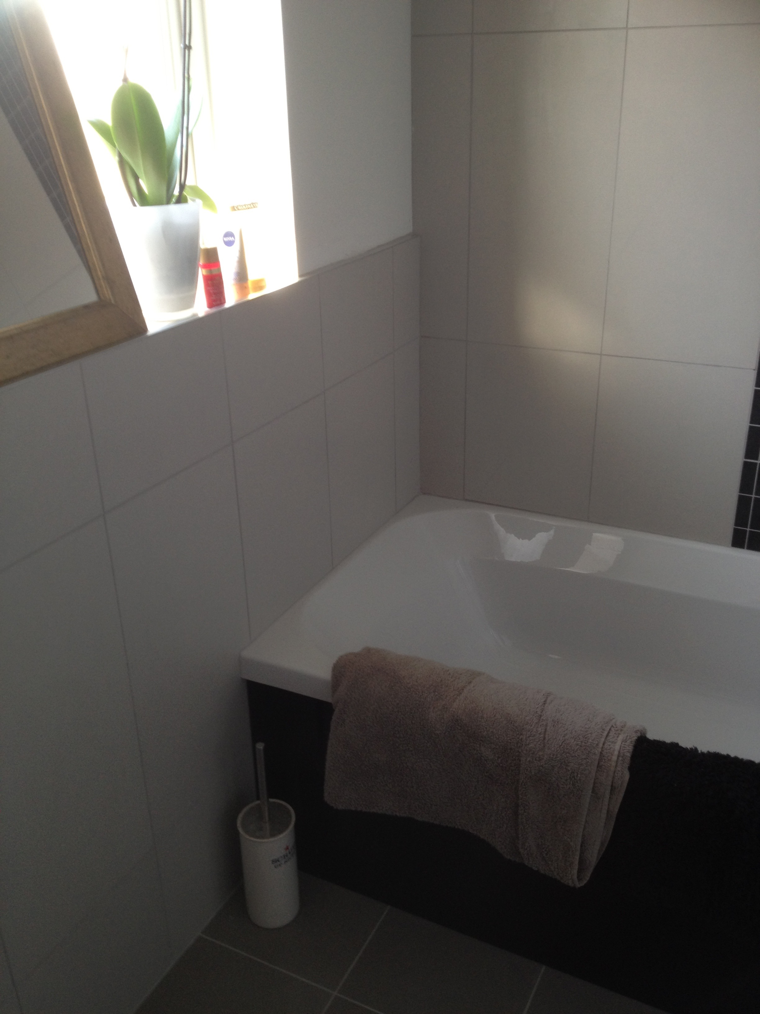 Bathroom in littlehampton arun bathrooms scored porcelain feature tiles and underfloor heating co ordinating porcelain floor tiles over ufh plywood template for granite worktop black gloss dailygadgetfo Gallery